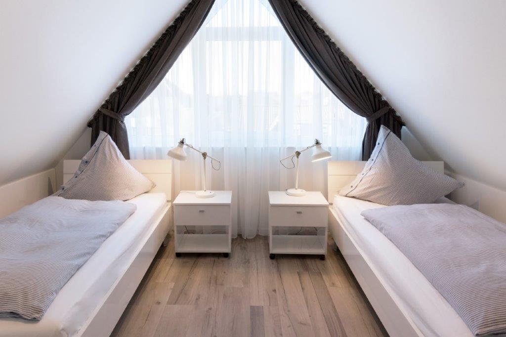 Schlafzimmer 2 (1)